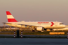"Austrian Airlines - A320-214, OE-LBO ""Retro Livery"" (Bernd 2011) Tags: austrianairlines airbus a320 a320214 214 oelbo retrolivery fra eddf taxiing"