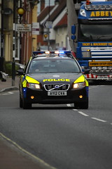 AY12CVA Volvo V70 T5 of Suffolk Police in Needham Market (Ian Press Photography) Tags: boat boats suffolk escort large outsize load t200aby daf xf abbey transport hauling police 999 emergency service services officer officers ay12cva volvo v70 t5 car cars needham market