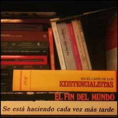 HAIKU DE ESTANTERÍA CLXXXV #haikusdestanteria (juanluisgx) Tags: leon spain book libro haiku estanteria haikusdeestanteria haikusdestanteria poema poem poetry poesia bookshelf