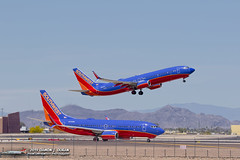 SWA N8625A departs as N276WN rolls out from landing. (PhantomPhan1974 Photography) Tags: southwestairlines 737 phoenixinternationalairportphx