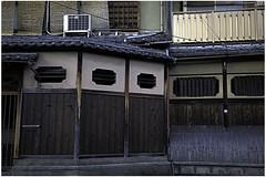 JAPAN 2017-KYOTO-STREET-House front (savanmodha) Tags: jjapan kyoto wood wooden house front windows street