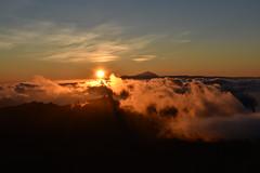 Fuego atardecer (YsantCab) Tags: gran canaria tenerife islas canarias atardecer puesta sol nubes cielo sky clouds mountains
