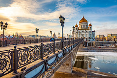 Cathedral of Christ the Saviour (Moscow, Russia) (KonstEv) Tags: church cathedral moscow russia architecture bridge cast iron railing banisters handrails orthodox christ saviour lamp lantern light sky river reflection россия церковь храм собор православный архитектура здание религия крест купол храмхристаспасителя христаспасителя