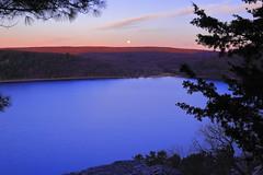 Devil's Lake sunrise (1810TomU) Tags: balanced rock devils lake wisconsin baraboo moon sunrise pine tree