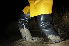 More night fun at Mucking Flats (essex_mud_explorer) Tags: hunter gates uniroyal madeinscotland madeinbritain rubber coarsefisher black waders boots rubberboots rubberwaders thigh thighwaders thighboots cuissardes watstiefel gummistiefel rubberlaarzen rainwear raingear hellyhansen nusfjord yellow waterproof mud muddy mudflats tidal estuary thamesestuary muckingflats stanfordlehope essex matsch schlamm boue