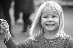 Bonnes fêtes de Pâques/Happy easter _:7724NB (ichauvel) Tags: portrait enfant childhood kid petitefille littlegirl sourire smile bonnehumeur goodmood jolie pretty cute adorable lovely blondeur exterieur outside fréjus var côtedazur frenchriviera rovencealpescôtedazur joie hapiness france europe westerneurope