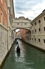 Venise le pont des soupirs (Venezia) (Jean-Yves Ledy) Tags: pont des soupir venise venizia gondole lagune architecture