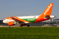 OE-LQY, Airbus A319-11, Easyjet (Europcar livery) (Freek Blokzijl) Tags: oelqy airbus airbusa319 easyjet speciallivery europcar taxien taxiwayq departure vertrek afternoon eham ams amsterdamairport schiphol luchthaven vliegtuigspotten planespotting canon eos7d sigma wideanglelens springtime april2019
