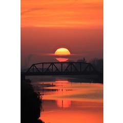 The meaning of Easter (Robyn Hooz) Tags: padova alba sunrise meaning pasqua sorgere sole sun cielo ponte bridge