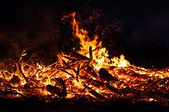 Osterfeuer Düdelsheim 2019 (janeway1973) Tags: osterfeuer düdelsheim hessen germany deutschland easter fire burn wood brennen holz lodern flammen flames sparks funken dark night dunkel nacht