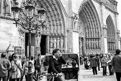 paris ... (andrealinss) Tags: frankreich france paris parisstreet notredame andrealinss 35mm schwarzweiss street streetphotography streetfotografie bw blackandwhite analog leicam6 leica