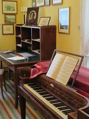 Mendelssohn's Study, Leipzig, Saxony, Germany, 13 April 2019 (AndrewDixon2812) Tags: germany deutschland leipzig saxony sachsen mendelssohn house haus study desk piano composer museum