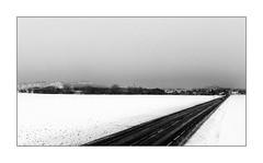 Le chemin n'est pas une cicatrice. (Scubaba) Tags: europe france pasdecalais noirblanc noiretblanc blackwhite bw neige snow route road
