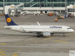 Lufthansa A320-214 D-AIUV taxiing at MUC/EDDM (AviationEagle32) Tags: munichairport munchen munich flughafenmunchen muc flughafenmunich flughafen eddm franzjosefairport franzjosef bavaria germany deutschland airport aircraft airplanes apron aviation aeroplanes avp aviationphotography avgeek aviationlovers aviationgeek aeroplane airplane planespotting planes plane flying flickraviation flight vehicle tarmac lufthansagroup lufthansa staralliance airbus airbus320 a320 a320200 a322 a320214 daiuv