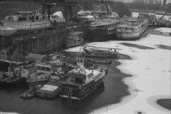 Újpest bay at winter (lumpy79) Tags: praktica mtl5 helios44m 258 ilford hp5 400 1600 újpest bay winter budapest snow blackandwhite bw push