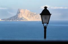 IMG_1145 (jaro-es) Tags: costablanca canon calpe penyaldifach peñondeifach landschaft landscape lampe lamp lámpara meer mar blue blau azul spanien spain spanelsko españa eos450
