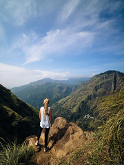 R  i s e (davYd&s4rah) Tags: ella srilanka ceylon colombo asia asien littleadamspeak hiking sarah person mountain berg view weitsicht green easter ostern 2019 march sky himmel clouds wolken wonderful calm tranquil olympusem10markii laowa75mmf20 laowa weitwinkelobjektiv portrait landscape landschaft risinghigh wandern backpacking