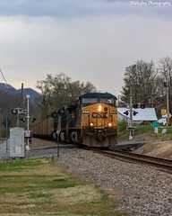 T722-07 East bound by Gate City, VA on the NS Appalachia District to Kingsport, TN. (Railroad Gal) Tags: csx csxt t72207 railroad railfan railfanning femalerailfan norfolksouthernappalachiadistrict coaltrain csx373 ge appalachianmountains