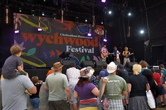 144-20180602_14th Wychwood Music Festival-Cheltenham-Gloucestershire-Main Stage-The Bar-Steward Sons Of Val Doonican on stage (Nick Kaye) Tags: wychwood music festival cheltenham gloucestershire england