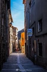Por calles estrechas (SantiMB.Photos) Tags: 2blog 2tumblr 2ig castellfollitdelaroca garrotxa girona invierno winter calle street cataluna españa