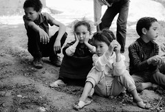 Maroc - Dans les montagnes de l'Atlas (regis.grosclaude) Tags: atlas montain montagne enfant child children maroc morocco bw bwemotion blanc noir ⵉⴷⵔⴰⵔⵏ ⵡⴰⵟⵍⴰⵙ