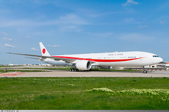 Boeing 777-300ER Japan Air Force 80-1111 (Clément W.) Tags: boeing 777300er japan air force 801111 lfpo ory
