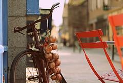 Les  oignons  de Roscoff ... (Eric DOLLET - Ici et ailleurs) Tags: ericdollet bretagne finistère roscoff