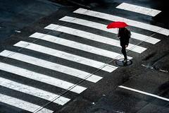 Plateau (marcvazart) Tags: france isère stegreve street pluie parapluie rouge passagepiétons plateau