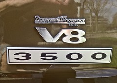 Rover Garage Emblem (ClassicsOnTheStreet) Tags: 92es22 rover p6 3500 v8 mk2 saloon 1975 roverp6 rover3500 p63500 bache bashford king spenking gordonbashford davidbache 8cylinder 8cilinder brits british 70s 1970s sedan pkw berline classiccar classic oldtimer klassieker veteran oldie classico gespot spotted carspot amstelveen saskiavanuylenburgweg 2019 straatfoto streetphoto streetview strassenszene straatbeeld classicsonthestreet cwodlp onk es detail demandtwagemans embleem sigle garageembleem naamplaatje typeplaatje ornament dealerbadge typografie typography chrome