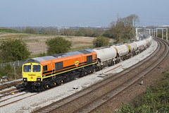 66623 15-04-19 (IanL2) Tags: freightliner geneseewyoming class66 66623 wellingborough mml northamptonshire emd trains railways