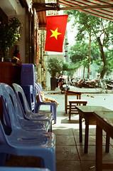 Quán vắng. (Hanoi L i f e A r t) Tags: tuanducpham hanoi hanoilifeart vietnam sumer nikonf2 kodakvision3 250d aeglab streetlife filmphoto 135mm