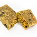 Angebrochener Müsli Powerriegel von Hafervoll, dem herzhaft mexikanischen Flapjack, enthält Just Spices Gewürzmischung