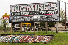 Big Mike's Rock Shop (sniggie) Tags: bigmikesrockshop kentucky mammothcavenationalpark mysteryhouse sign signage vintagesign