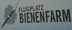 QUAX Flugplatz Bienenfarm 2019 Ausmotten (K1Berlin) Tags: quax flugplatz bienenfarm flugzeug verein historisch pilot fliegen farm paulinenaue 14641 lindholzfarm 1 doppeldecker einfliegen flugschule havelland nauen airport stearman flyn germany deutschland sport aircraftlovers edoi