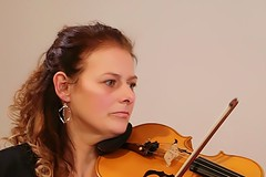 Kerstin und her violin (frenziM´s little world) Tags: musiciens musicalinstruments music musician violin musikinstrument portrait womanportrait woman
