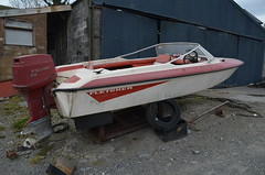 (Sam Tait) Tags: fletcher arrow speed boat power project old retro classic day outboard engine red white evinrude 75 75hp 814cc shed spares repairs junk scrap