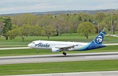 Alaska 1692 at CMH (craigsanders429) Tags: landingaircraft aircraft airlines airliners airplanes airports airbus airportrunways airbus320 alaskaairlines johnglenncolumbusinternationalairport jet jetliner