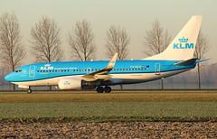 KLM Royal Dutch Airlines Boeing 737-7K2(WL) PH-BGK (RuWe71) Tags: klmroyaldutchairlines klklm klm koninklijkeluchtvaartmaatschappij airfranceklm airfranceklmgroup theflyingdutchman boeing boeing737 b737 b737700 b737700wl b7377k2 b7377k2wl boeing737700 boeing737700wl boeing7377k2wl phbgk cn380543292 noordsestormvogelfulmar amsterdamschiphol amsterdamschipholairport schiphol schipholairport schipholamsterdam ams eham narrowbody twinjet winglets sunrise dusk