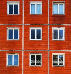 K1VB3966 (ViB51) Tags: couleur faã§ade brique fenãªtre mur formatcarrã© 11 symã©trie france champagneardenne reims façade fenêtre formatcarré symétrie