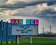 The VAN DEL (Pete Zarria) Tags: green ohio lincoln highway us 30 drive theater cinema hot dogs movies films outside outdoors america roadside date night sign