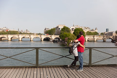 Easter Monday (Monsieur Etienne) Tags: canon 5dmarkii 2470mm f28 candid portrait girl woman paris street lovers hug kiss city seine sun pontdesarts