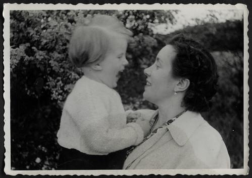 Archiv S862 Mutter und Heidi, Mai 1958