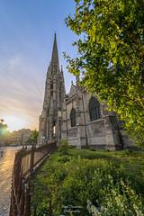 Nature en Ville (PaaulDvD) Tags: bordeaux city gironde aquitaine france colors reflet sun sunset blue urbanscape cityscape