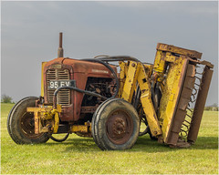 Massey Ferguson 35... (Linton Snapper) Tags: tractor tractorsdiggers masseyferguson rusty agricultural h5d40 lintonsnapper cambridgeshire