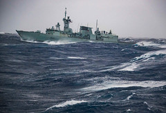 Heavy Sea State (Royal Canadian Navy / Marine royale canadienne) Tags: eau formation hmcsreginaddh334 hommes indoors intérieur jour males marine mediumshot militaires militaries navires navy ncsmreginaffh335 night operationprojection operations opérations outils planmoyen ships sea heavy horizontal state