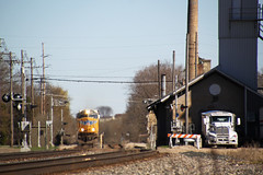 UP 4292 makes some noise through Columbus on the point of CP 287 west (AndyWS formerly_WisconsinSkies) Tags: train railroad railway railfan unionpacific up canadianpacificrailway canadianpacific cprail cp emd sd70m locomotive