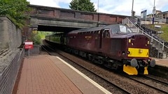 West Coast Railways Class 37 37516 'Loch Laidon' passing Maryhill Station on service 5Z53 (30-07-17) (Ricardo_Cameron) Tags: trains wcrc tractor 375 37516 railtours jacobite lochlaidon