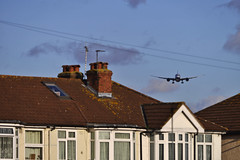 British Airways 787 beyond the Myrtle Ave rooftops. (Infinity & Beyond Photography: Kev Cook) Tags: british airways boeing 787 7879 dreamliner b787 aircraft airplane airliner london heathrow airport lhr myrtle avenue ave photos planes houses homes roof rooftops