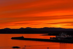 Red sky at night (L@nce (ランス)) Tags: dallasroad jamesbay hollandpoint victoria britishcolumbia nikon sunset sundown evening sky clouds cloudy salishsea juandefuca pacific ocean water sea breakwater ogdenpoint harbour