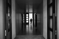 Into The Light Of McCullin (Foto John) Tags: leica leicammonochrom246 leicammonochromtyp246 summiluxm35mmƒ14asphfle rangefinder streetphotography indoorstreet museum doors tatebritain donmccullin exhibition curator silhouette man person backlit backlight monochrome blackwhite blackandwhite blackandwhitethatsright london uk